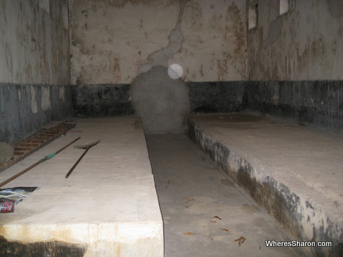 where bad convicts were shackled togetherfrench guiana