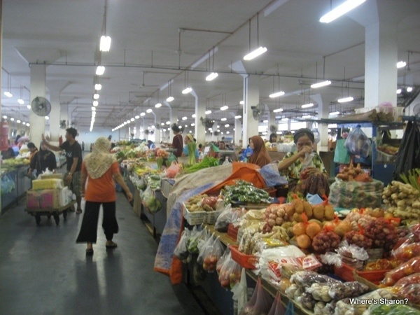 fruit and vege in sandakan market