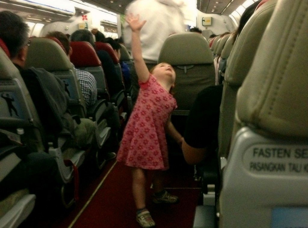 S puts on a dance performance on an Asian flight