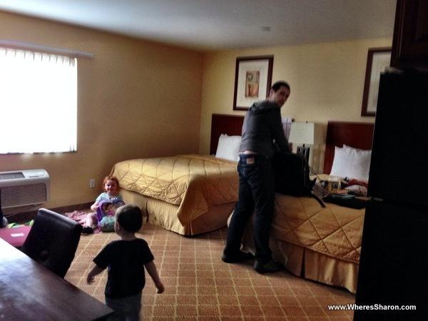 Beds and room in comfort inn cockatoo LA