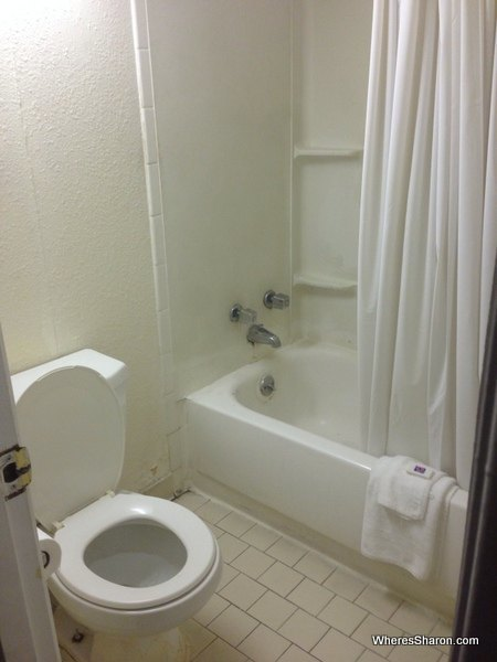 bathroom in motel 6 columbia