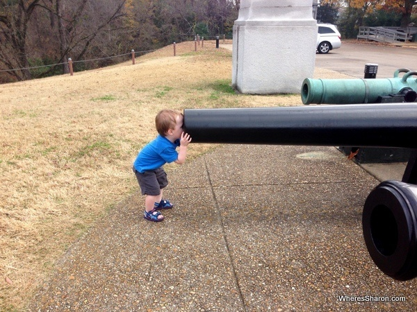 toddler with head in cannon at Vicksburg National Military Park