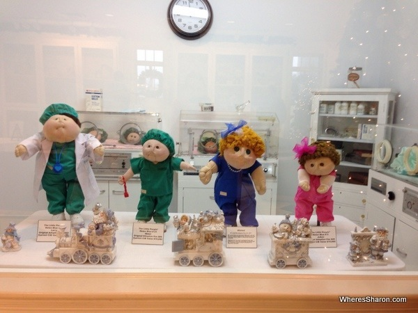 4 cabbage patch dolls with price tags of $15000