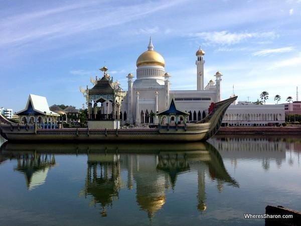 Omar Ali Saifuddien Mosque in BSB