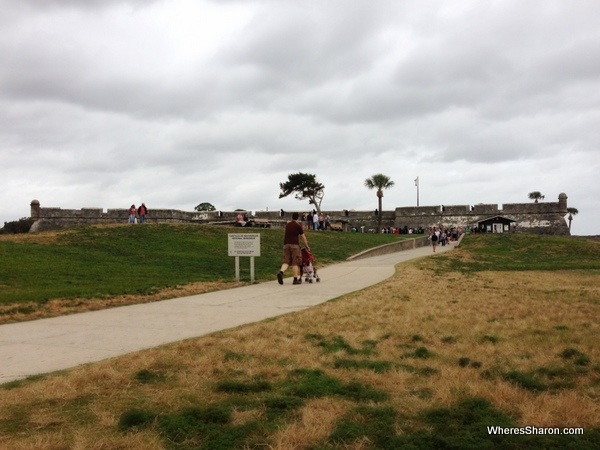 Walking to Castillo De San Marcos St Augustine with kids