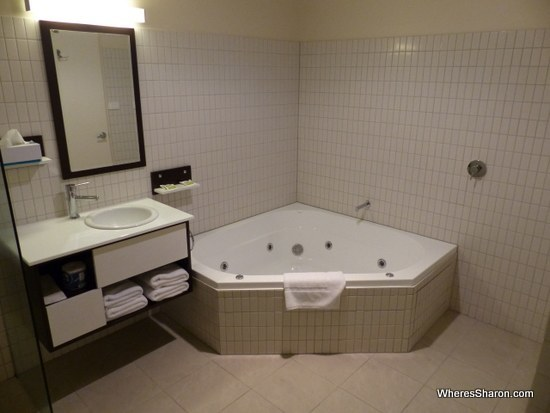 spa bath in lufra hotel and apartments