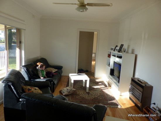 lounge room airbnb bendigo