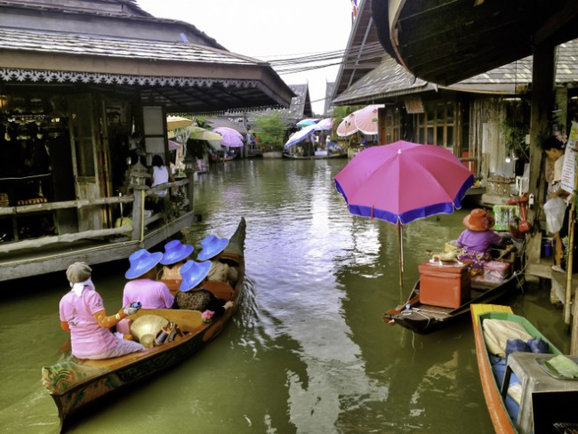 Pattaya Floating Market with pattaya kids