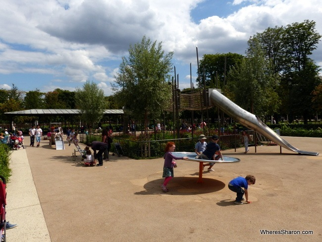 places to visit in paris at the Jardin des Tuileries