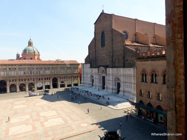 Piazza Maggiore what to see in bologna