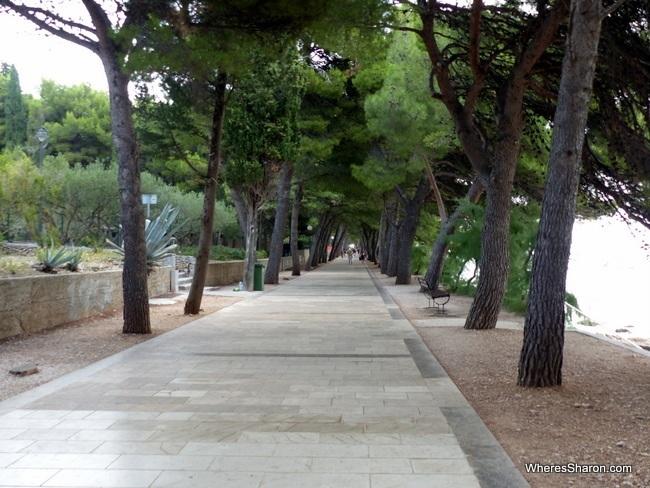 The promenade between Bol and Zlatni Rat Beach