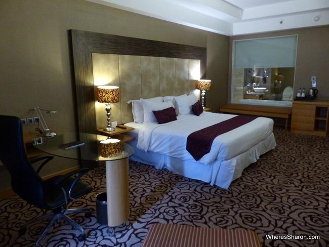 Pullman Surabaya room