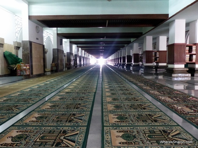 The inside of the Ampel Mosque. This is in one of the newer parts.