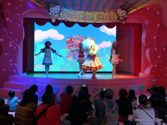 Live show at hello kitty land theme park malaysia