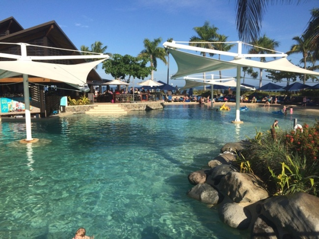 Radisson Blu Resort Fiji – Main pool with sandy beach and swim up bar