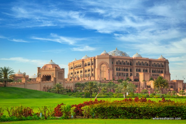 stuff to do in abu dhabi Emirates Palace