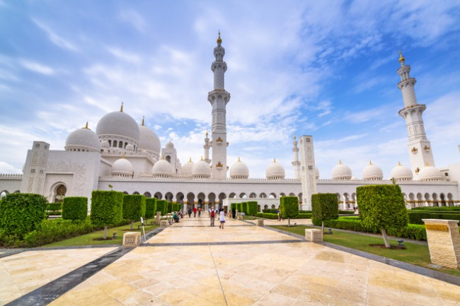 abu dhabi sightseeing places at the Sheikh Zayed Grand Mosque