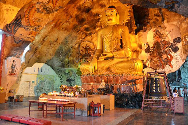 nside the Perak Tong Cave Temple,